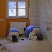 Unsere Fußbodenleger bei der Arbeit - immer hochkonzentriert