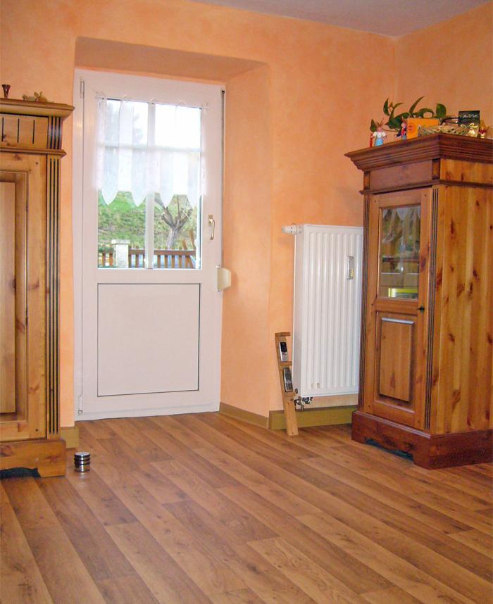 Wandlasur und Fußbodenverlegung